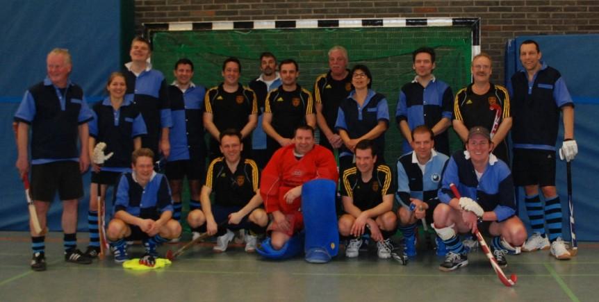 Mit den Hockeyfreunden vom TV Alzey (das Photo beweist zudem: Es waren auch - vereinzelt - Torhüter anwesend)
