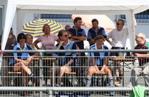 Zuschauer beim Feldhockey-Turnier des Hockey-Club Bad Homburg