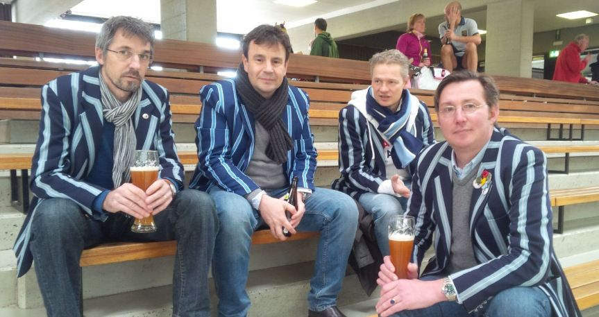 Die Tribüne war auch schon mal voller... Hannes, Sascha, Tim und Christian beim Beer Tasting